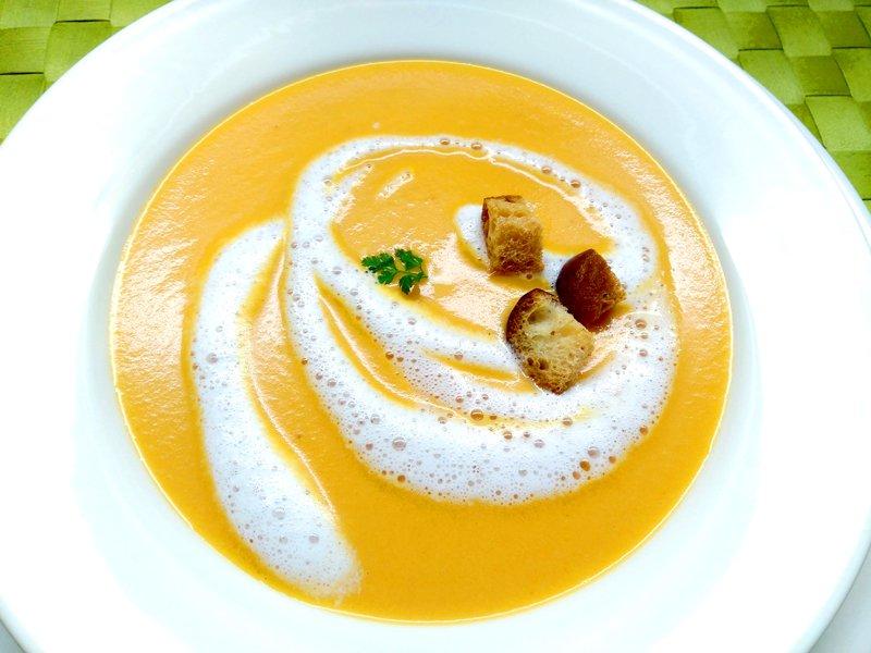 ローズマリー風味のトマトクリームスープ